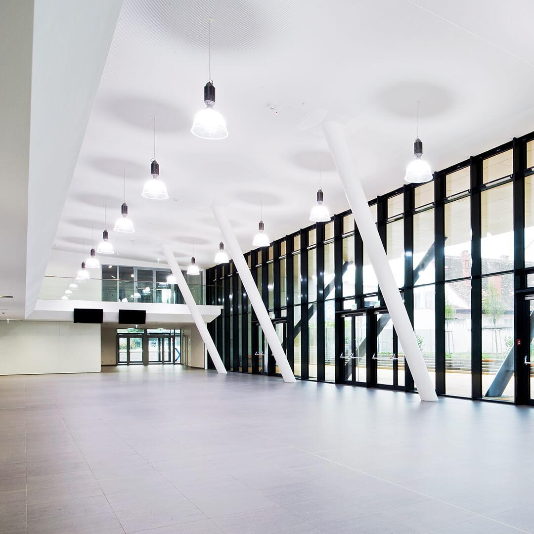 Vstupní prostory kampusu Ekonomické univerzity ve Vídni