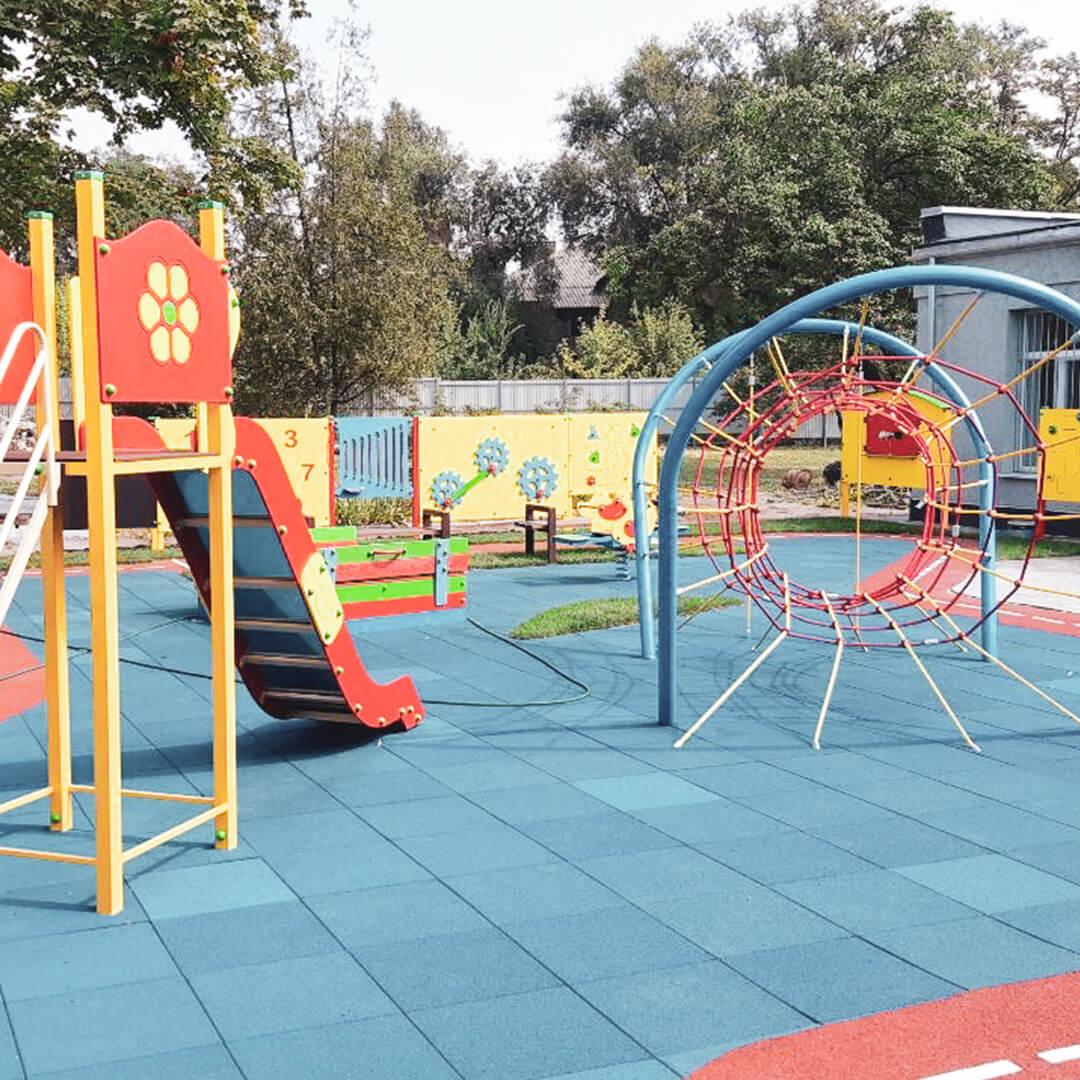 Dětské hřiště s prolézačkami
