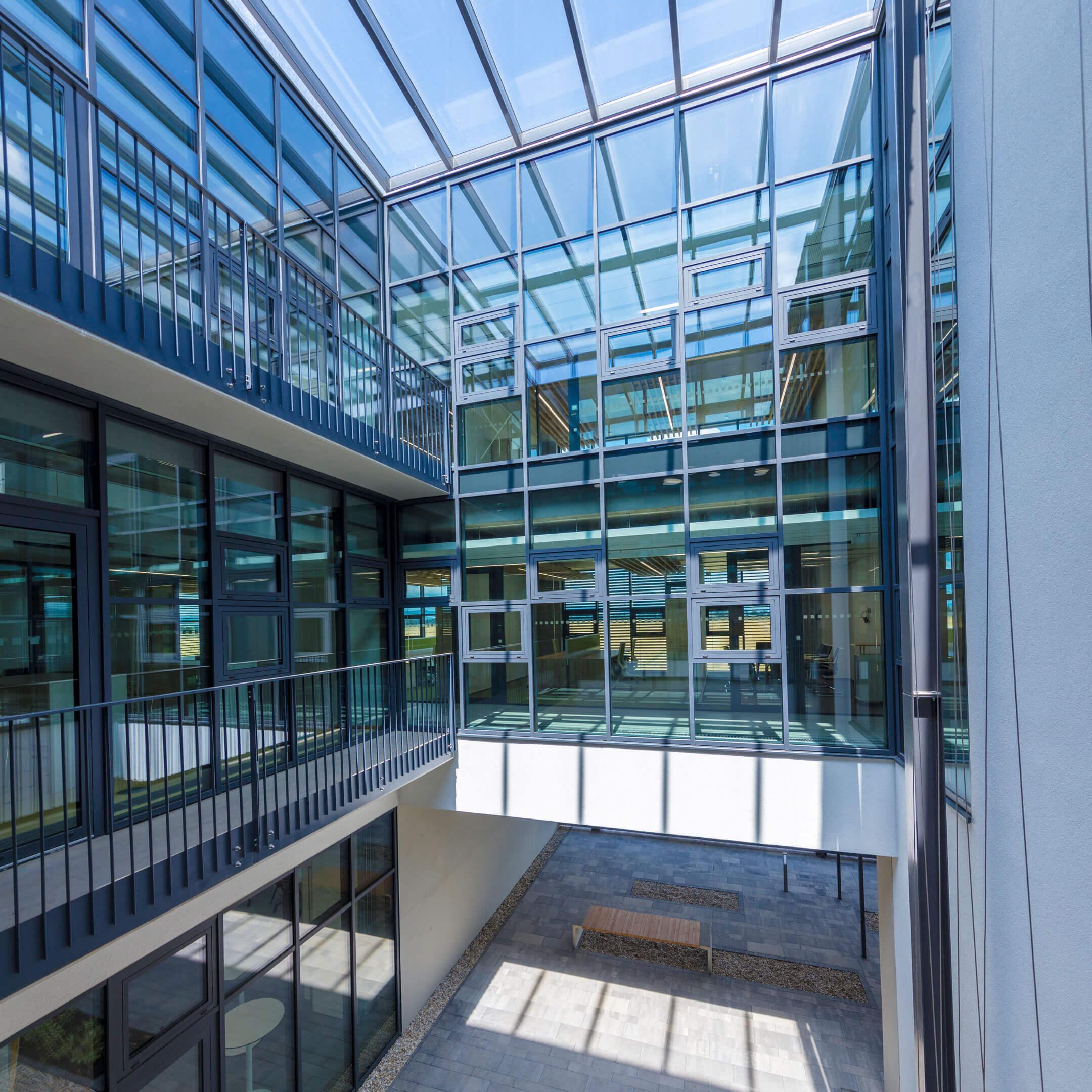 Prosklená administrativní budova EKOM, Piešťany, Slovensko
