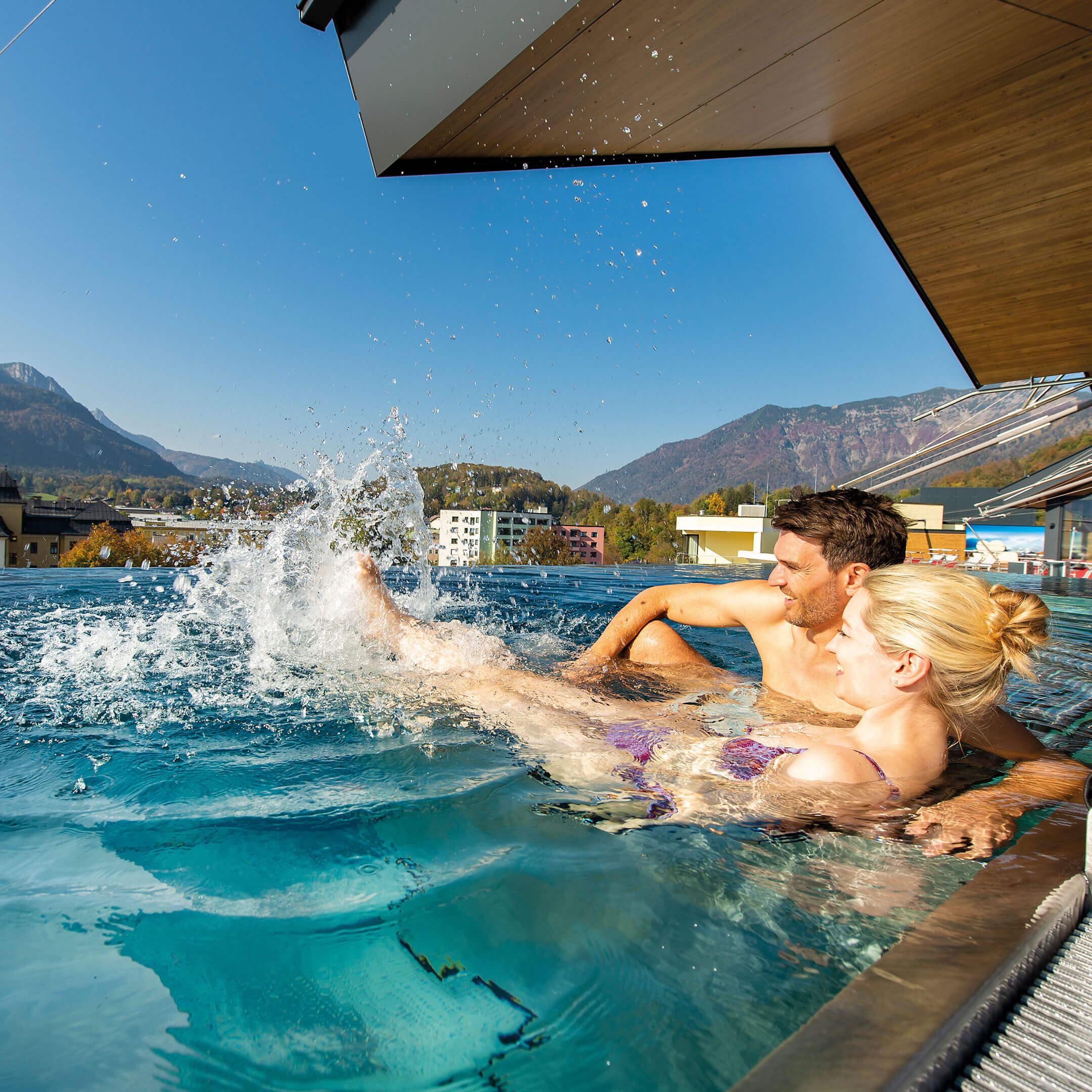 Venkovní bazén, Hotel Royal v lázeňském resortu Bad Ischl, Rakousko