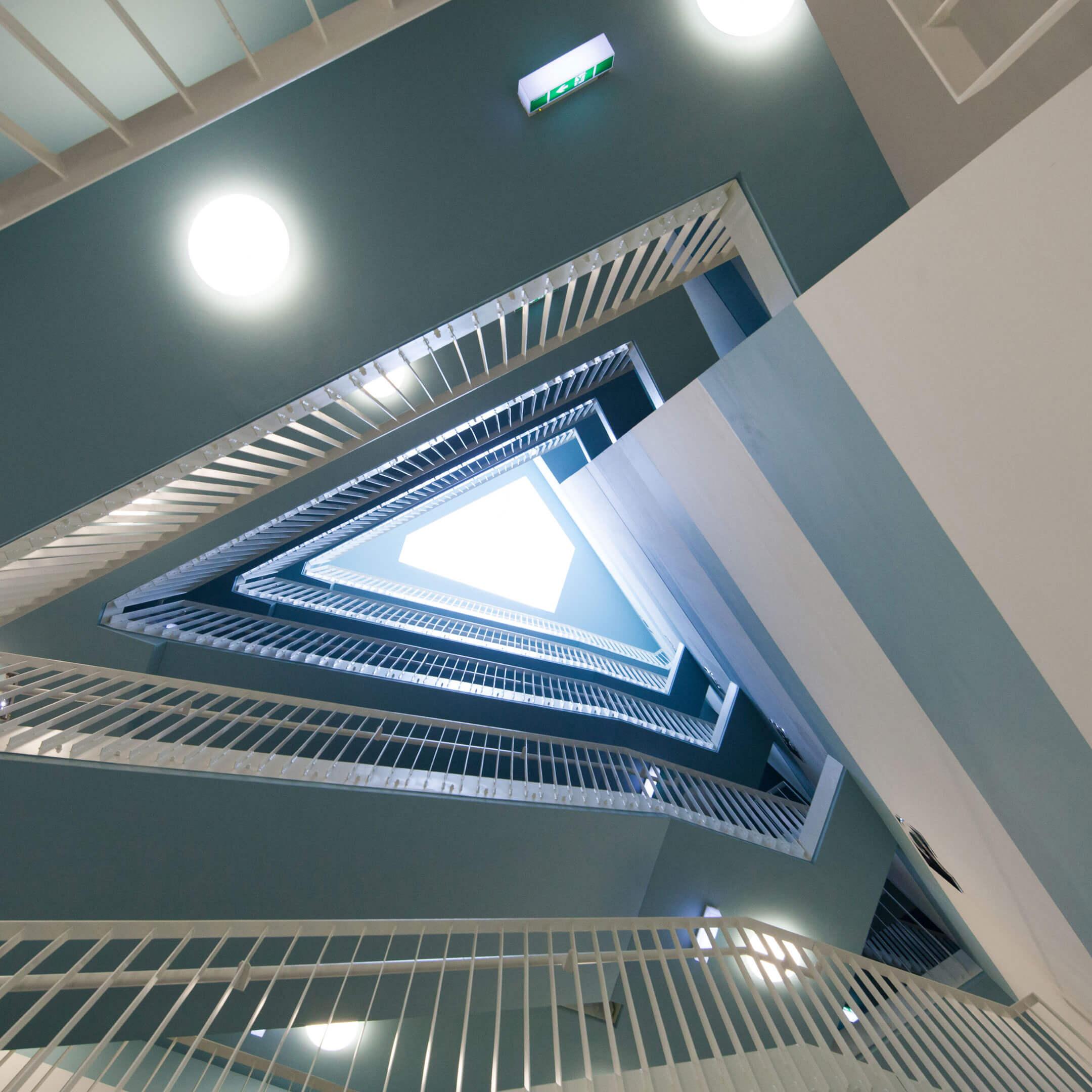 Trojúhelníkové schodiště v Aspernu v Rakousku