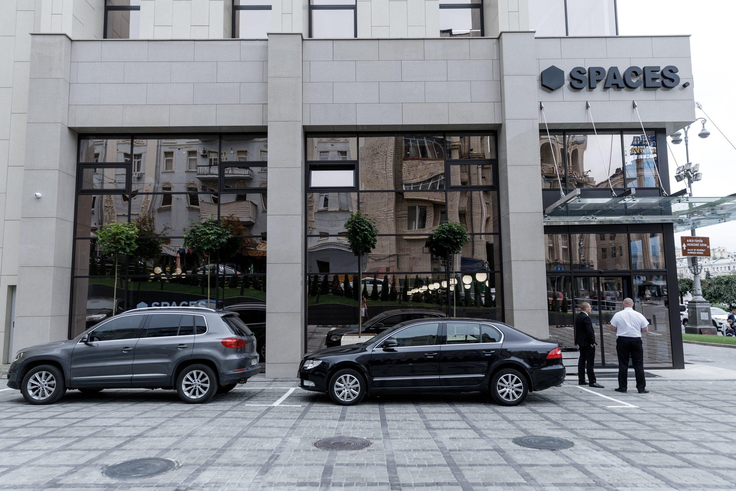Administrativní budova SPACES v Kyjově s prosklenými zdmi