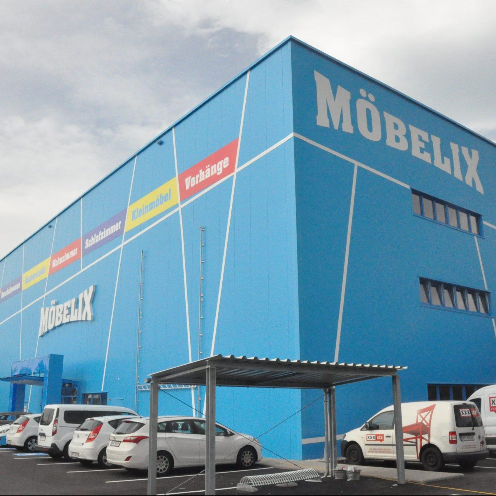 Boční strany prodejny s nábytkem Möbelix v Bratislavě