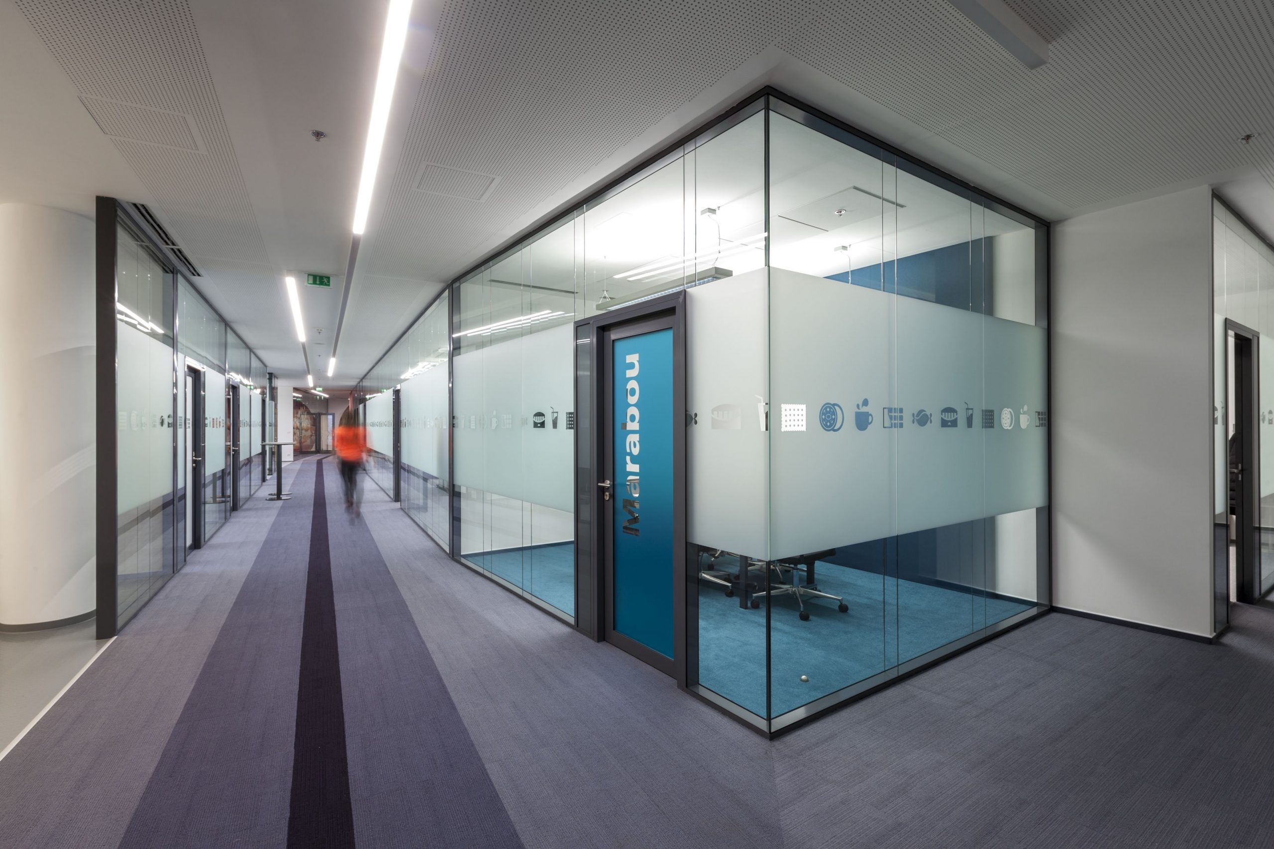Skleněná kancelář v administrativním sídle Mondelez v Bratislavě