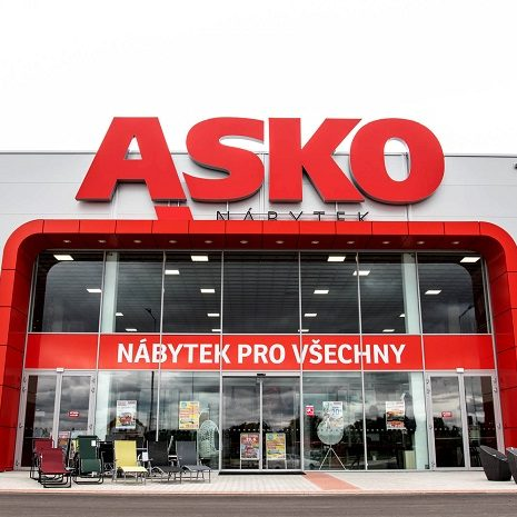 Vchod do prodejny ASKO nábytek v České Republice