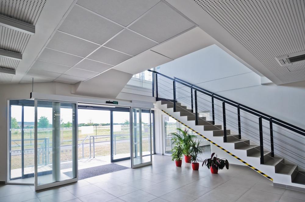 Administrativní budova společnosti Dirac Industries interiér hlavní vstup