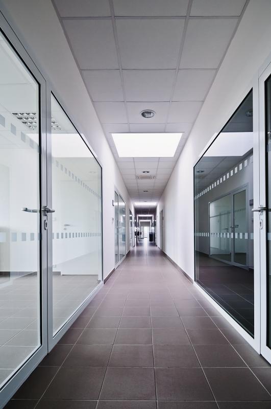 Administrativní budova společnosti Dirac Industries interiér chodba