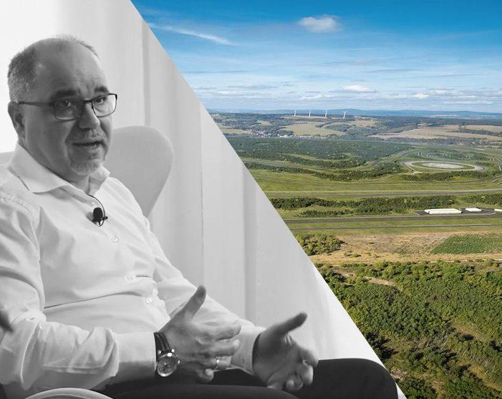 Pan Erik Štefanovič, jednatel společnosti DELTA, náhledový obrázek k video podcastu o využití BIM při projekci a koordinaci mezinárodních projektů