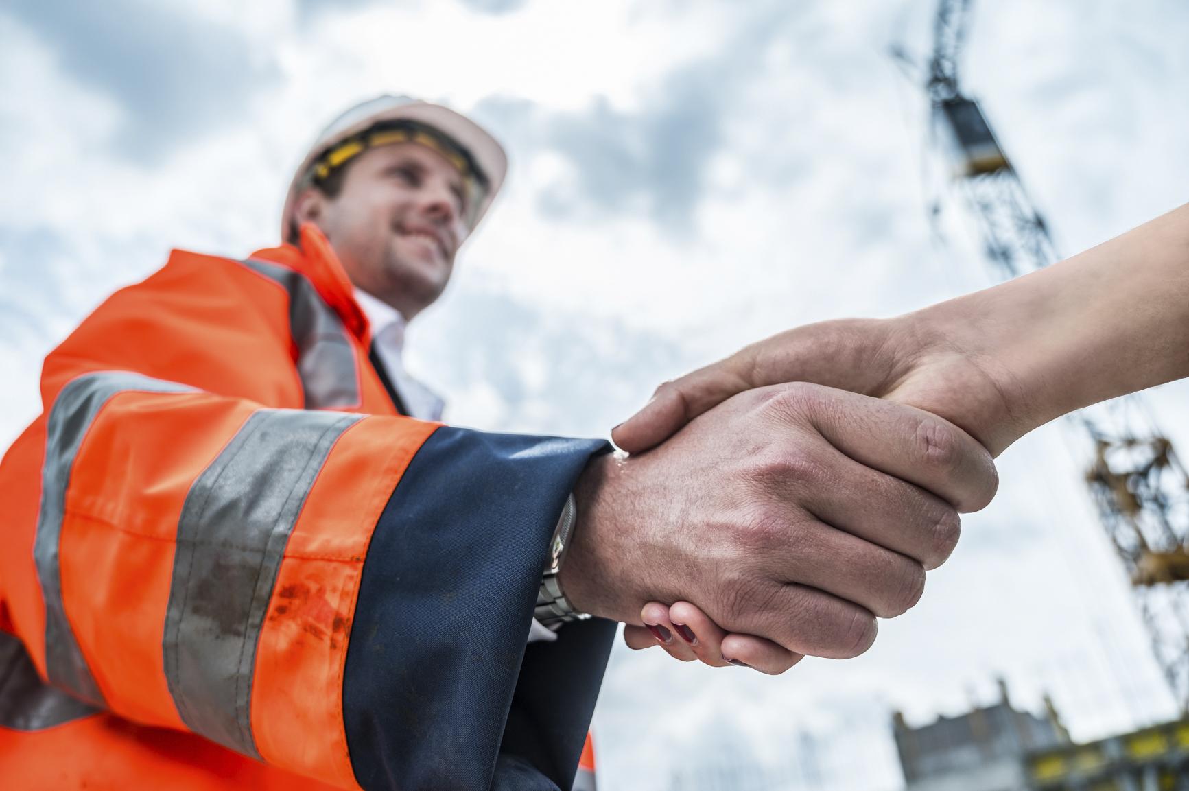 Podané ruce vyjadřující spolupráci se společností DELTA Group